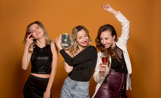 Jovens amigas na festa