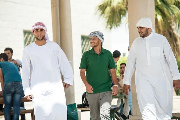 Jovens árabes