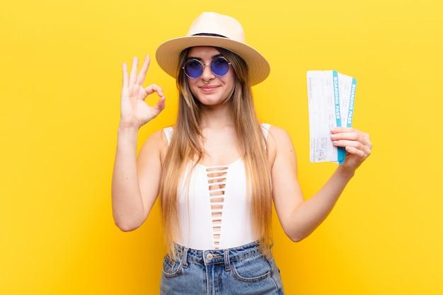 Jovens bonitas mulher viajar ou conceito de turismo