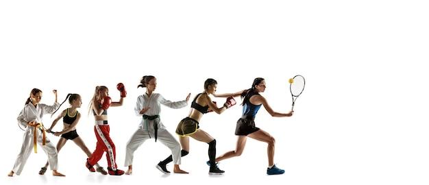 Jovens desportistas correndo e pulando no fundo branco do estúdio. conceito de esporte, movimento, energia e estilo de vida dinâmico e saudável. treinar, praticar em movimento. folheto. tênis, boxe, artes marciais.