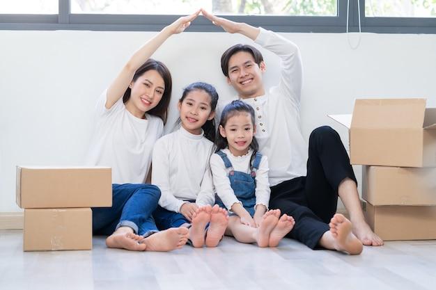 Jovens famílias asiáticas estão se mudando para uma nova casa juntas