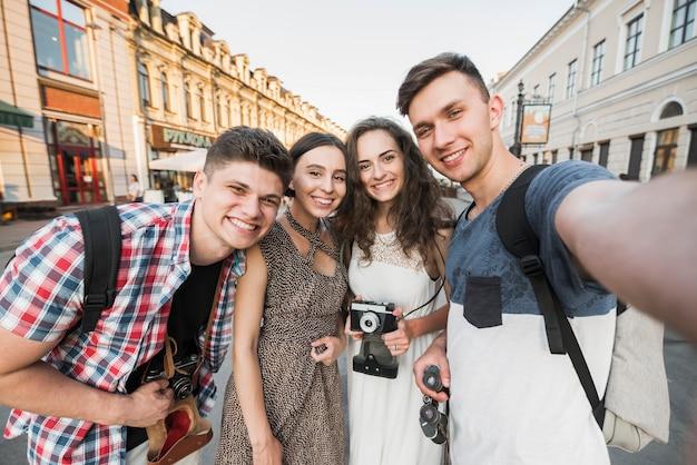 Jovens, levando, selfie
