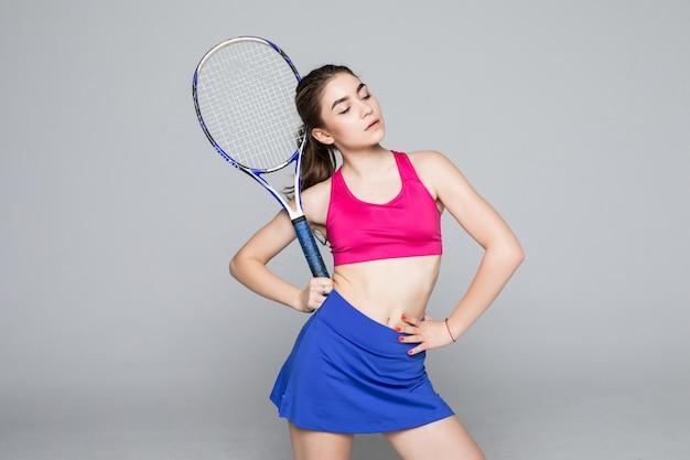 Jovens se encaixam tenista isolado
