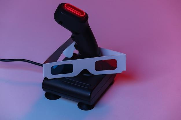 Joystick retro com óculos 3d em luz de néon azul vermelha. atributos anos 80