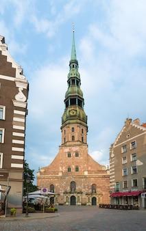 Julho de 2014: catedral de são pedro em riga, letônia
