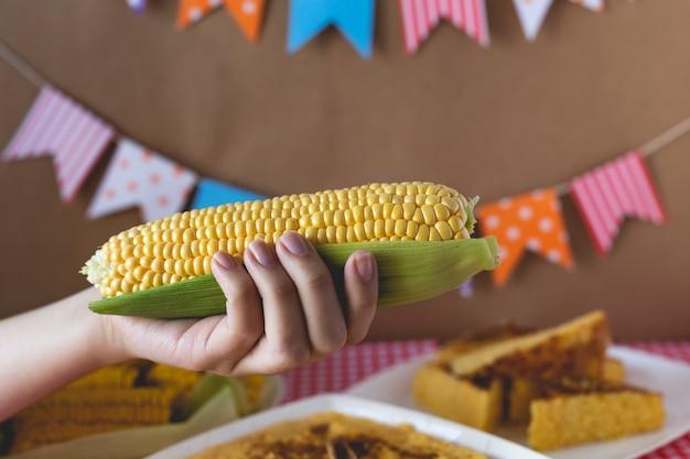 Junina brasileira típica de milho assado
