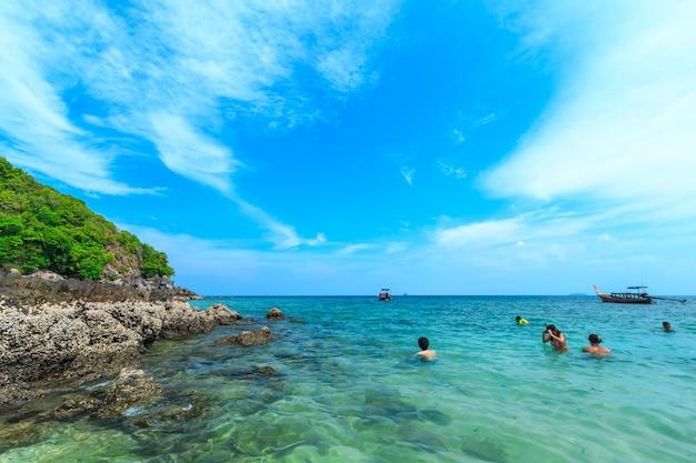 Kai ilha, uma das mais belas praias e perto da ilha phi phi da província de phuket tailândia.