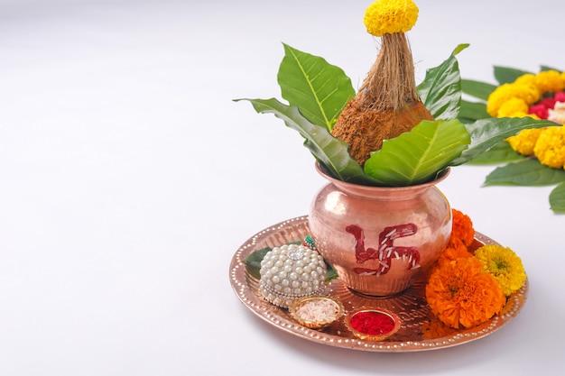 Kalash de cobre com coco
