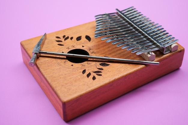Kalimba (mbira ou malimba). instrumento musical africano.