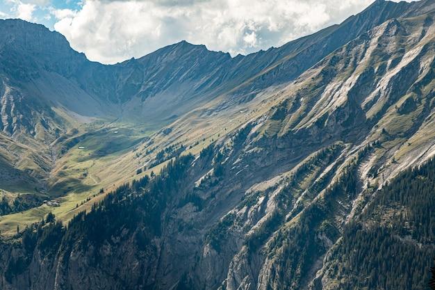 Kandersteg suíça - vista de clyne lohner, bunderspitz, allmegrat