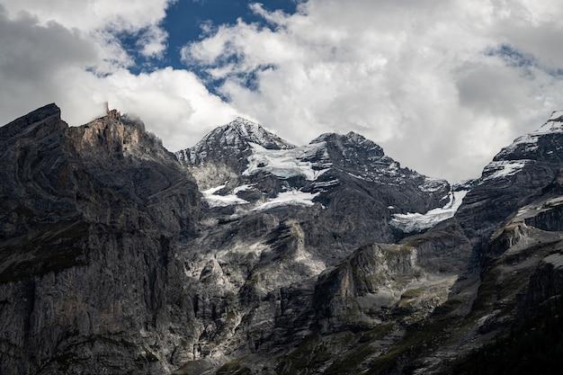 Kandersteg suíça - vista de rothorn, bluemlisalphorn, oeschinenhorn, fruendenhorn e gletcher
