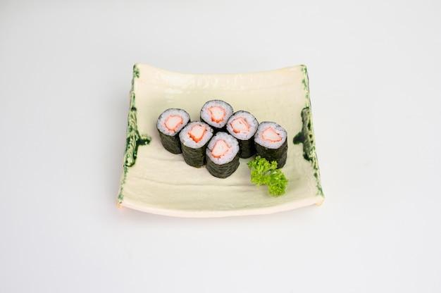 Kani maki sushi roll algas com arroz japonês