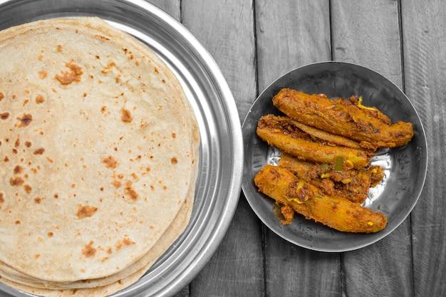 Karela recheado indiana com chapati