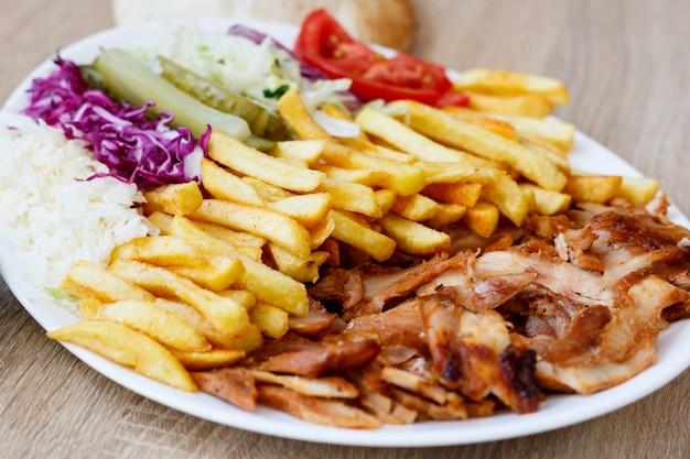 Kebab de frango doner e vegetais