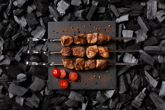 Kebab em espetos.