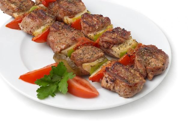 Kebab grelhado com legumes