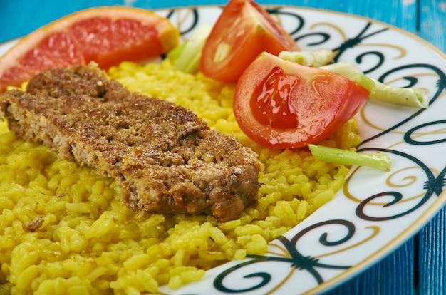 Kebab tabei - pan kebab persa, rissóis de carne persa com arroz de açafrão