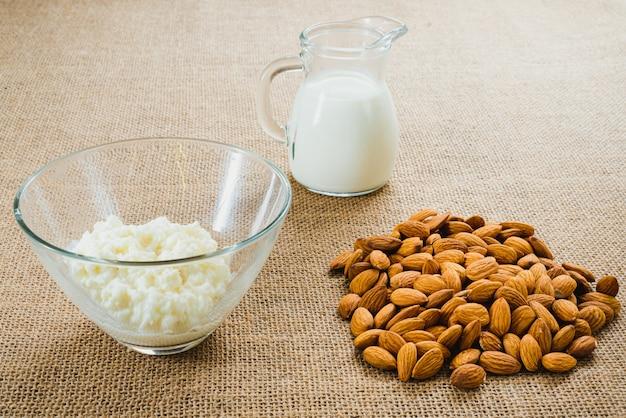 Kefir de leite de amêndoa natural e orgânico