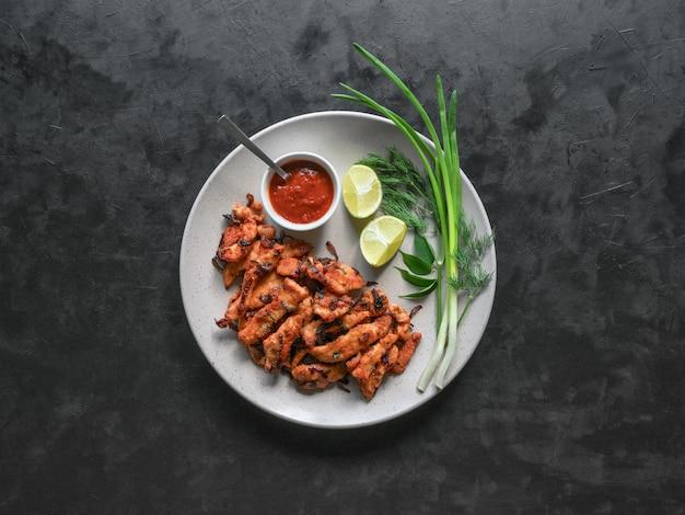 Kerala chicken pakoda. pakoras saborosos preparados no estilo indiano do sul. comida indiana