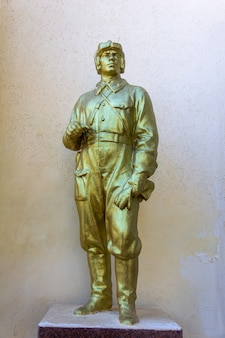 Kerch, rússia - 13 de agosto de 2019: monumento dedicado aos pilotos da grande guerra patriótica