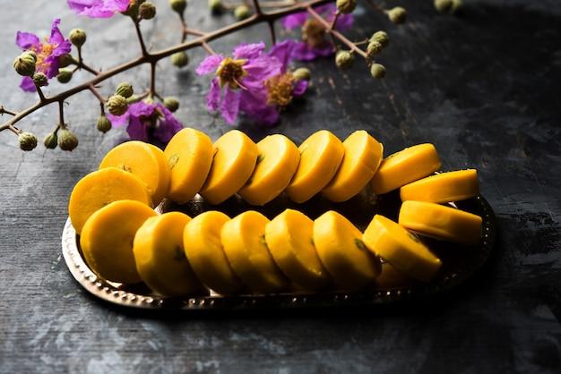 Kesar pedha ou peda é um prato doce tradicional indiano feito de leite, mawa ou khoya e açafrão