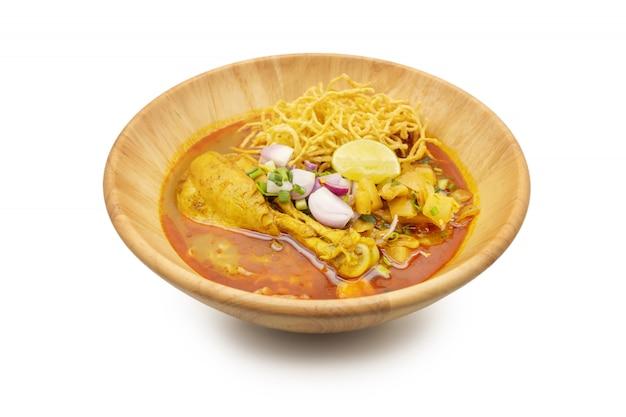 Khaosoi, curry noddle sopa com frango, comida tailandesa, estilo do norte