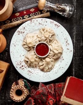 Khinkali georgiano picante com adjika