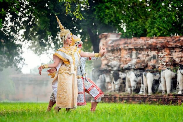 [khon thai, ranayana masked] dança tradicional tailandesa do drama de dança ramayana no antigo temp