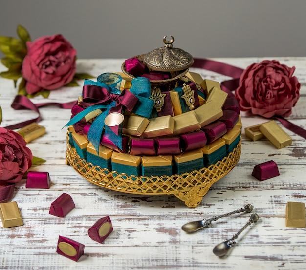 Khoncha de chocolate em cima da mesa