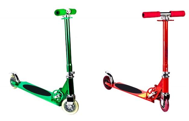 Kick scooter isolado com traçado de recorte.