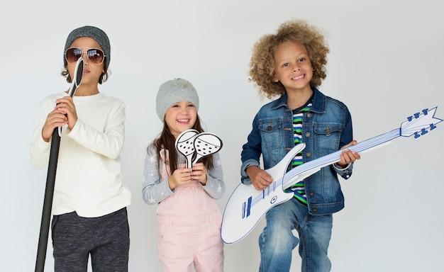 Kid childhood people race emotional studio atirar