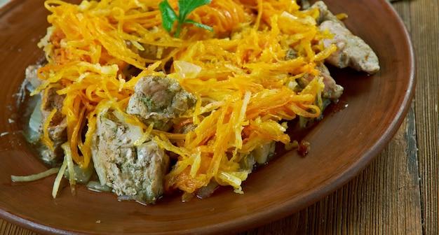 Kidas - prato letão de porco com legumes