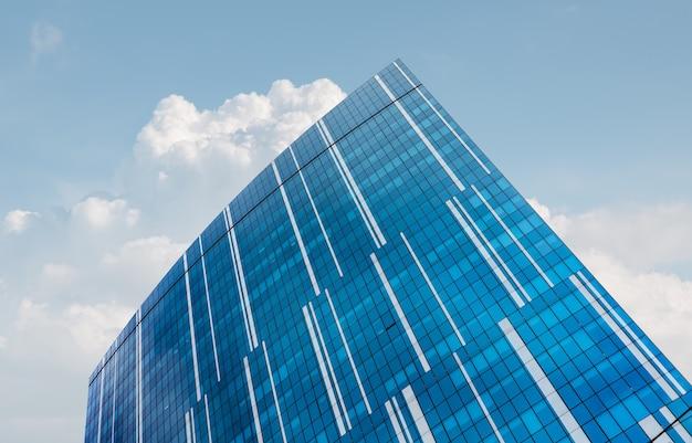 Kiev, ucrânia - 30 de março de 2020: fachada do edifício de vidro do centro de negócios 101 tower em kiev
