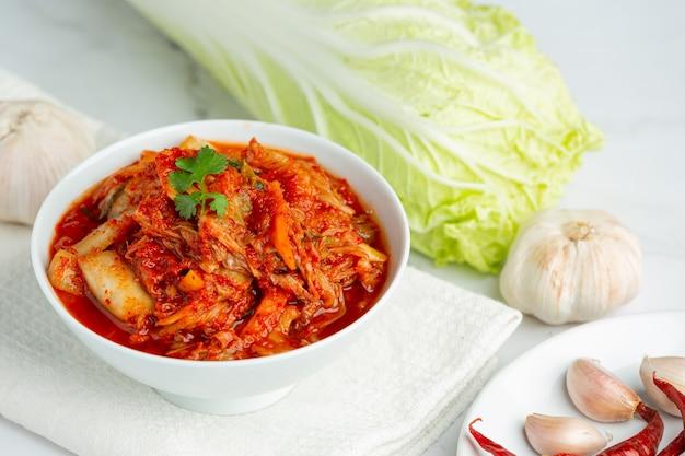 Kimchi pronto para comer na tigela