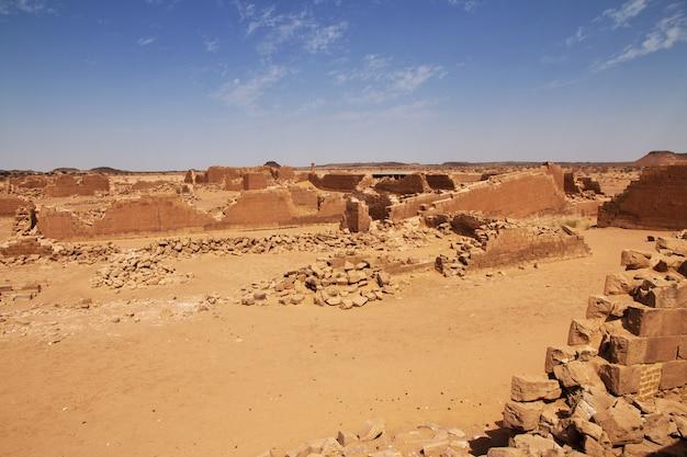 Kingdom kush - as ruínas do templo no deserto do saara do sudão