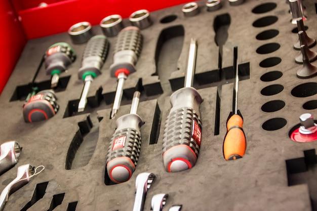 Kit de ferramentas com muitas ferramentas é um dispositivo para o técnico.