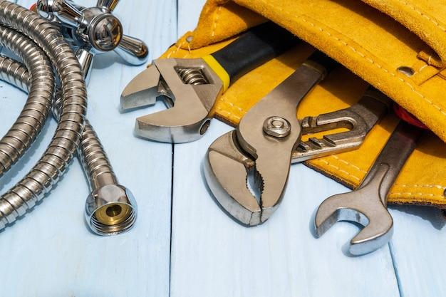 Kit de ferramentas de reparo de encanamento e mangueira em saco de camurça