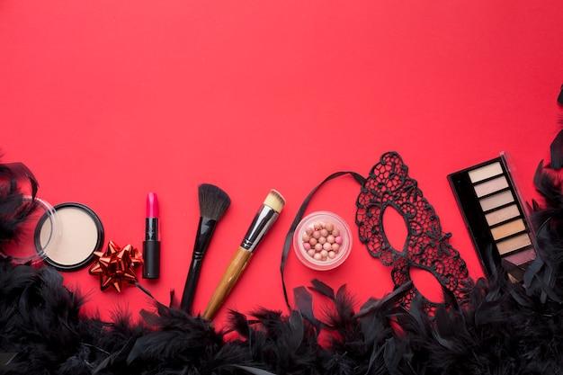 Kit de máscara e maquiagem de carnaval com penas
