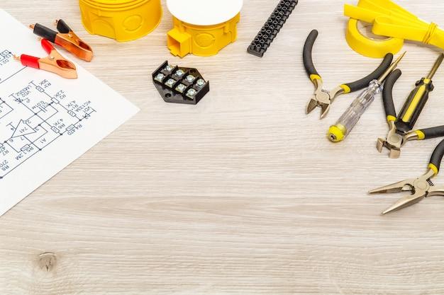 Kit de peças sobressalentes, esquema e ferramentas para elétrica