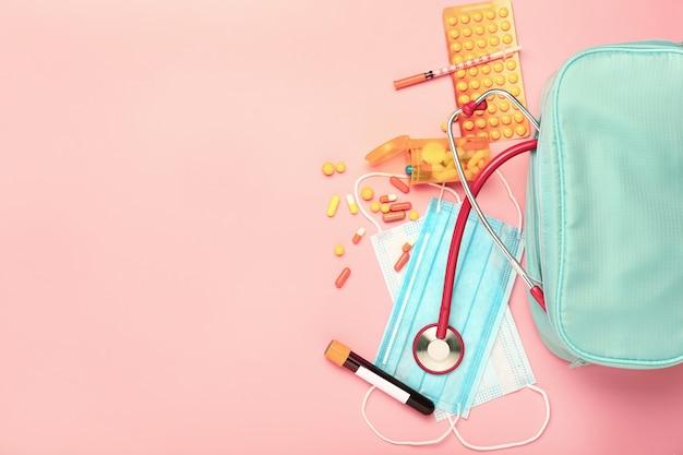 Kit de primeiros socorros em cores