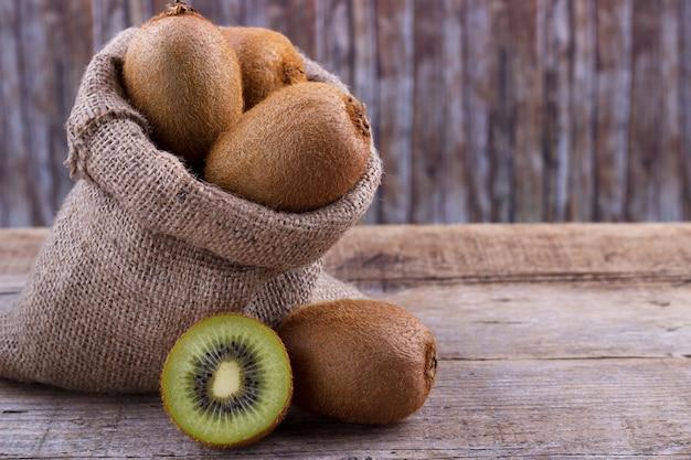 Kiwi fres em um saco