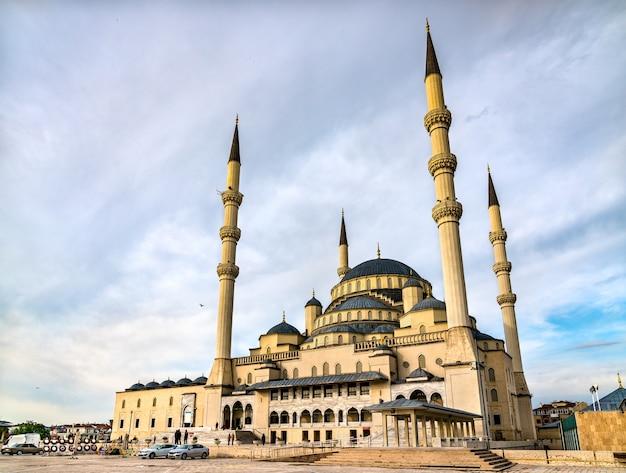 Kocatepe camii, a maior mesquita de ancara, capital da turquia
