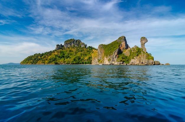 Koh kai barco de madeira krabi tailândia