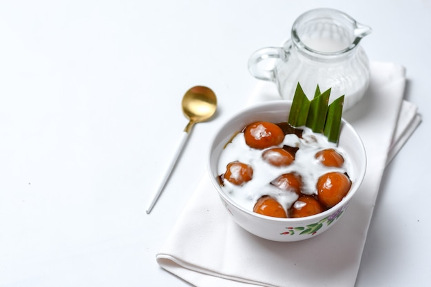 Kolak biji salak ou bubur candil é um mingau de sobremesa típico da indonésia