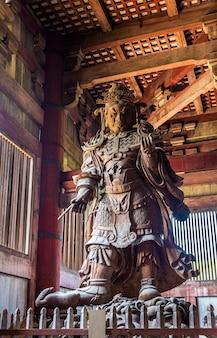 Komokuten, um guardião do templo todaiji em nara - japão