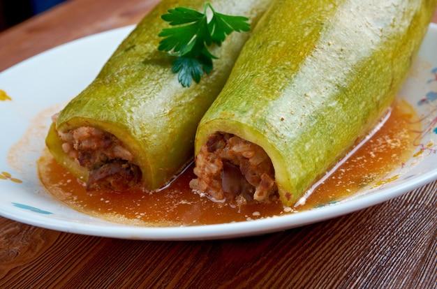 Kousa mahshi - abobrinha recheada com arroz e carne. feita no egito, síria, líbano, palestina, iraque, israel, jordânia e chipre.