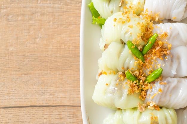 (kow griep pag mor) parcelas de arroz cozido no vapor de carne de porco ou bolinhos de casca de arroz no vapor