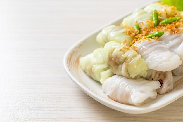 (kow griep pag mor) parcelas de arroz cozido no vapor de porco ou bolinhos de casca de arroz no vapor