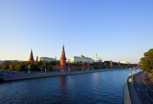 Kremlin de moscovo e rio moskva
