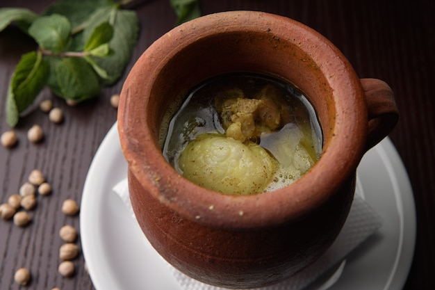 Kufta bozbash do azerbaijão, em cerâmica
